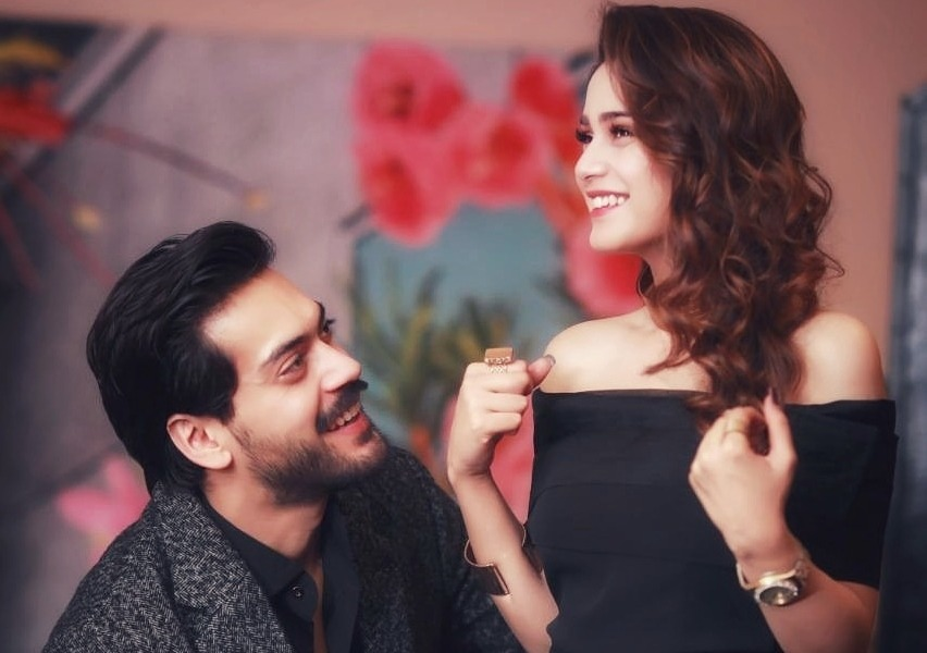 Aima Baig has a surprise for her fans. Watch Full Video. She is in relationship with shahbaz shigri